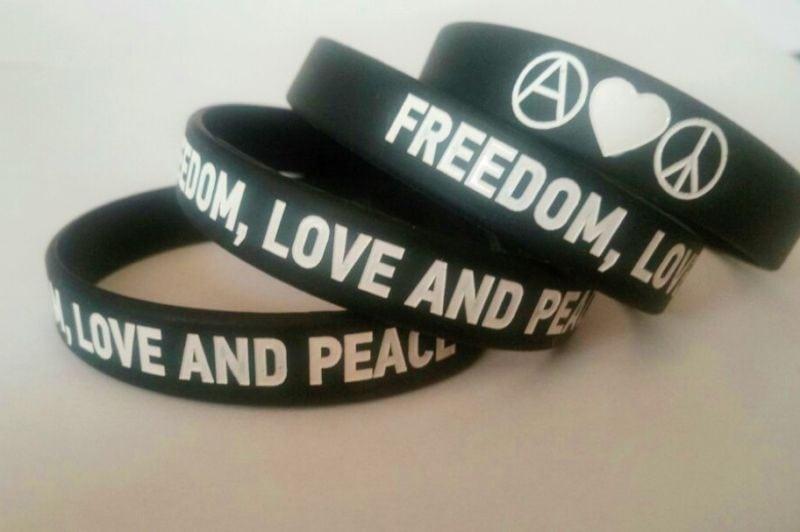 Браслет силиконовый «Freedom, Love and Peace»